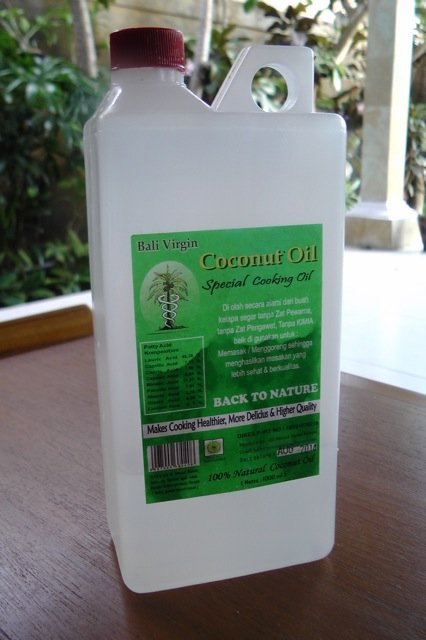 How To Use Coconut Oil For Dry Hair - www.RadianceCentral.com