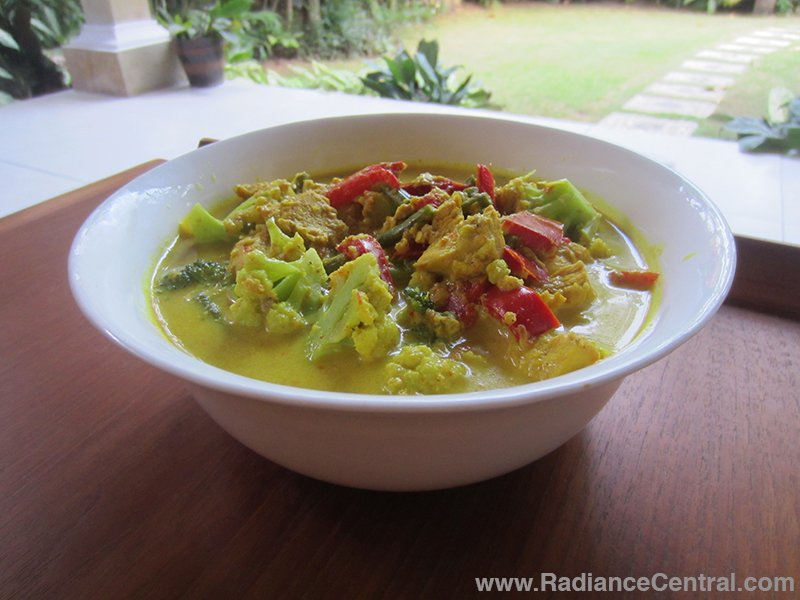 Indonesian Yellow Curry Recipe - www.RadianceCentral.com