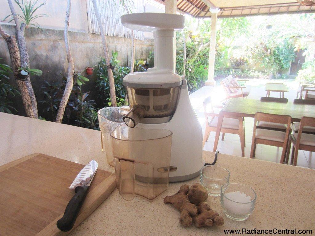 Ginger & Epsom Salt Bath Recipe - www.RadianceCentral.com